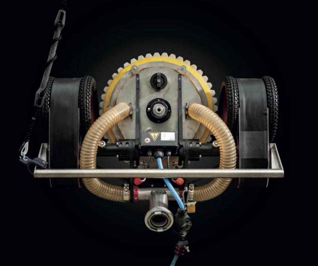 M4 VERTIDRIVE ROBOTIC CARGO HOLD CLEANING CRAWLER